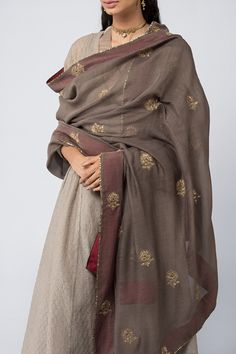 Good Earth brings you luxury design crafted by hand, inspired by nature and enchanted by history, celebrating India's rich history and culture through original, handcrafted products. Pakistani Dress Design, Pakistani Dresses, Indian Dresses, Indian Outfits, Indian Sarees, Salwar Designs, Kurta Designs Women, Blouse Designs, Dress Indian Style