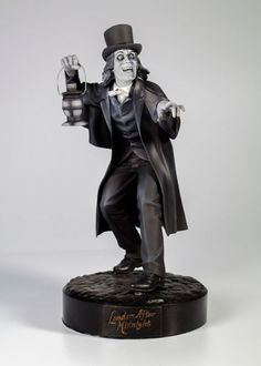 London After Midnight Resin Scale Statue London After Midnight, Wgn Tv, Lon Chaney, Character Makeup, Wax Museum, Horror Monsters, Model Hobbies, Creature Feature, Movie Props