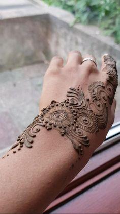 Henna Tattoo Hand, Henna Tattoo Designs, Hand Tattoos, Tattoo Ideas, Hena Designs, Mehndi Designs, Henna Inspired Tattoos, Wedding Henna, Indian Wedding Photos