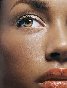 30 Pro Makeup Tips - Makeup Artists' Beauty Secrets - Marie Claire, awesome tips! Beauty Make-up, Beauty Secrets, Beauty Hacks, Beauty Regime, Beauty Tutorials, Pro Makeup Tips, Makeup Tricks, Eye Makeup, Hair Makeup