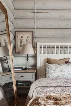 This beautiful log cabin style farmhouse was designed in 2013 by I. Interior Design, located in the sprawling countryside of Moscow, Russia. Log Cabin Bedrooms, Log Cabin Living, Cabin Style Homes, Log Cabin Homes, Chalet Style, Cabin In The Woods, Cabin Interiors, Suites, Shabby Chic Homes