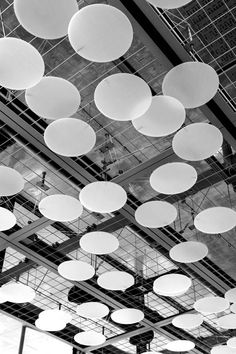 Image 17 of 36 from gallery of A Circle in a Square / Binocle. Photograph by Osamu Nakamura Office Ceiling, Open Ceiling, Ceiling Panels, Ceiling Lights, Floor Ceiling, Ceiling Detail, Ceiling Design, Interior Lighting, Lighting Design