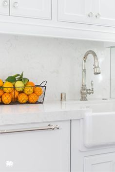 Maria Menounos knows how to create a flawless transition from her white Cambria countertops to her backsplash by using our Torquay design on both surfaces. Slate Countertop, Cambria Quartz Countertops, Soapstone Counters, Natural Stone Countertops, Stainless Steel Counters, How To Install Countertops, Countertop Materials, Kitchen Countertops, Major Kitchen Appliances