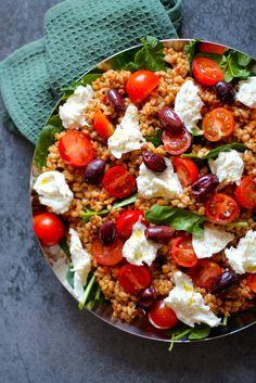 10 Easy Healthy Broccoli Salad With Ideas Salad Menu, Salad Dishes, Easy Salad Recipes, Easy Salads, Healthy Recipes, Crab Stuffed Avocado, Waldorf Salat, Light Summer Dinners, Cottage Cheese Salad