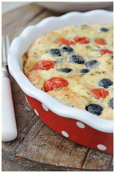 Cherry Tomato & Olive Clafoutis from Kayotic Kitchen Low Carb Recipes, Vegan Recipes, Cooking Recipes, Quiches, Clafoutis Recipes, Love Eat, Mediterranean Recipes, Cherry Tomatoes, Just In Case