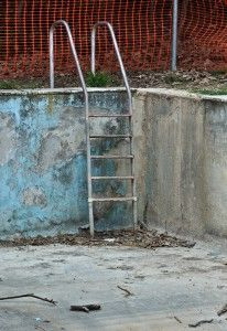 How to paint a concrete swimming pool - a step by step guide