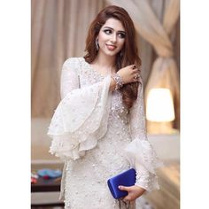 20 Creative and Latest Sleeve Designs For Kurtis - Tikli Stylish Dress Designs, Stylish Dresses, Simple Dresses, Fashion Dresses, Kurti Sleeves Design, Sleeves Designs For Dresses, Sleeve Designs, Pakistani Wedding Outfits, Pakistani Dresses