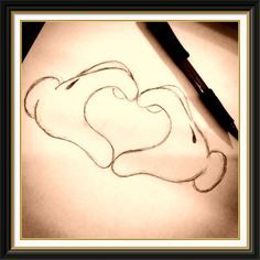 Minnie and mickey heart Cute Heart Drawings, Cool Drawings, Walt Disney, Cute Disney, Disney Mickey, Disney Sketches, Disney Drawings, Disney Artwork, Doodle Inspiration