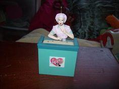 Hallmark Ornament (Job Switching) I Love Lucy 2002 (free shipping)