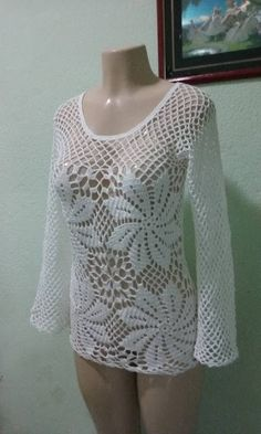 Lindos trabalhos de uma amiga! Crochet Woman, Love Crochet, Crochet Lace, Crochet Blouse, Crochet Poncho, Crochet Stitches Patterns, Handmade Clothes, Crochet Clothes, Knitwear
