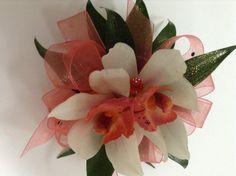Mini cymbidium orchid corsage Prom Flowers, Wedding Flowers, Orchid Corsages, All About Plants, Cymbidium Orchids, Florists, Wedding Bouquets, Mini, Green