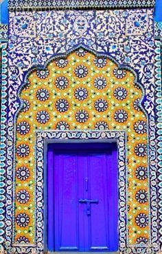 Islamic Doors / Islamic art by Iqbal Khatri / style / color / architecture / milles et une nuit / arabesque / arab world / beautiful / lights / oriental / Orient / art Islamic Architecture, Art And Architecture, Architecture Details, Architecture Wallpaper, Cool Doors, Unique Doors, When One Door Closes, Door Knockers, Closed Doors