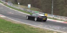 Cette Aston Martin DB11 semble être équipée d'un moteur V8 AMG