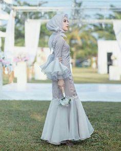 New Party Dress Night Haute Couture 67 Ideas Hijab Dress Party, New Party Dress, Party Dress Outfits, Party Skirt, Muslimah Wedding Dress, Muslim Wedding Dresses, Bridesmaid Dresses, Dress Muslimah, Burgundy Bridesmaid