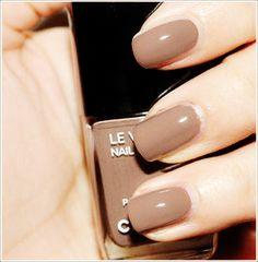 Chanel Le Vernis nude @}-,-;--