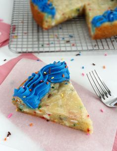 Funfetti Sugar Cookie Cake 3/4 cup butter 1/2 cup sugar 1/4 cup brown sugar 1 large egg 1 tsp vanilla 1 box funfetti dry cake mix 2 tsp cornstarch 2-3 tsp sprinkles 1 cup white chocolate chip