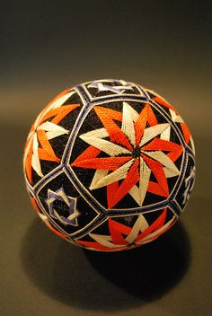 nana Akua's grandma made this traditional Japanese craft ball Japanese Design, Japanese Art, Traditional Japanese, Arte Linear, Temari Patterns, Arts And Crafts, Diy Crafts, Thread Art, English Paper Piecing