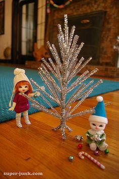 OH.MY.GOSH!!! I love this! Make a mini tinsel tree!