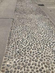 Calade en galets roulés Milano - Italy