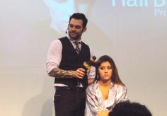 Hairstylist ensina técnicas de como usar o babylis