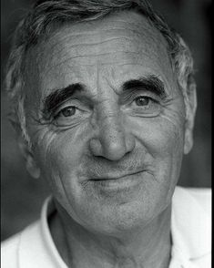 #CharlesAznavour vient de nous quitter! Quelles sont les chansons que vous aimez le plus de ce géant de la #chanson_française ? Armenia, France, Music Artists, Actors & Actresses, Beautiful People, Abs, Singer, Film, Celebrities
