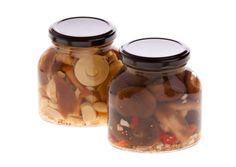 Kako vložimo gobe v zgolj treh korakih? Pickles, Dog Food Recipes, Cucumber, Mason Jars, Homemade, Canning, Fine Dining, Marmalade, Red Peppers