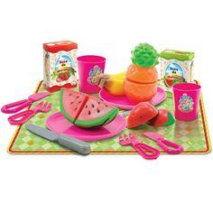 Conheça o sensacional Crec Crec Salada de Frutas da Big Star, um kit muito animado que vai permitir criar diversas brincadeiras com as frutinhas.     Basta usar a faquinha de brinquedo para cortar as frutas e fazer um lanche delicioso, inclui também duas caixinhas de suco de brinquedo.     Com este conjunto, as meninas vão poder soltar a imaginação e usar a criatividade para criarem muitas historinhas.     Um brinquedo muito legal que vai proporcionar muitos momentos de alegria e diversão.