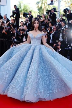 18 Excruciatingly Gorgeous Photos Of Aishwarya Rai Bachchan At 2017 Cannes Film FestivalCannes Film Fest Aishwarya Rai Bachchan Stun On Red Carpet In A Cinderella Inspired Blue Gown!Marie Claire: Aishwarya Rai Bachchan just stepped onto the red carpe Cute Prom Dresses, Wedding Dresses Plus Size, 15 Dresses, Pretty Dresses, Beautiful Dresses, Wedding Gowns, Fashion Dresses, Elegant Dresses, Blue Wedding Dresses