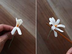 http://cdn.honestlywtf.com/wp-content/uploads/2014/06/diypaperflowercrown16.jpg
