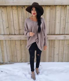 sweater ripped ripped jeans black beige winter outfits hat blogger boots oversized sweater brown hat