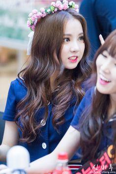 """Eunha ( Sebagi Laura, cewek yang pernah Rey sukai. Namun cewek itu menolak Rey secara halus dan berkata """"Rasa suka kamu itu, rasa suka seperti apa? Karena rasa suka itu bisa bercabang-canbang. Coba tanyakan ke Hatimu."""" K Pop, Jung Eun Bi, Girl Korea, G Friend, Kawaii Girl, Queen, Korean Singer, Korean Girl Groups, Celebrity Crush"""