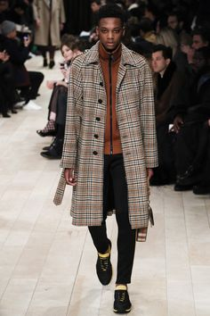 See all the Collection photos from Burberry Autumn/Winter 2016 Menswear now on British Vogue Burberry Prorsum, Burberry Men, Fashion Week, Runway Fashion, Fashion Show, Fashion Trends, London Fashion, David Bowie Fashion, Vogue