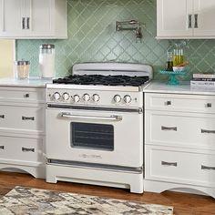 Big Chill Retro Stovebestproductscom Kitchen Styling, Diy Kitchen Decor, Kitchen Ideas, White Kitchen Appliances, Vintage Kitchen Appliances, Kitchen Cabinets, Outdoor Kitchens, Home Kitchens, Big Chill