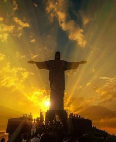 A breathtaking sunset and the iconic Christ the Redeemer in Rio de Janeiro, Braz.- A breathtaking sunset and the iconic Christ the Redeemer in Rio de Janeiro, Brazil Image Jesus, Jesus Christ Images, Beautiful World, Beautiful Places, Wonderful Places, Christ The Redeemer, Savior, Brazil Travel, Brazil Tourism