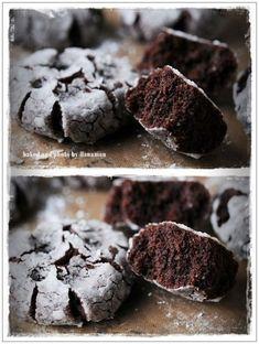 버터없이도 촉촉하게~ 초콜렛 지진 쿠키 (간단 초콜렛 크랙 쿠키) : 네이버 블로그 Coffee Bread, Cookie Desserts, Kimchi, Food Plating, Candy, Cookies, Chocolate, Baking, Korea