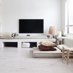 35 Inspiring Flooring Ideas for Living Room to Refresh Your Home Living Room Flooring, Rustic Living Room, Living Room Decor Rustic, Cozy Living Room Design, Living Room Mirrors, Room Flooring, Laminate Living Room, Flooring Inspiration, Decorate Your Room