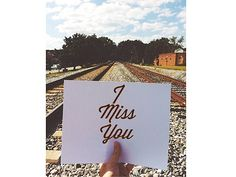 Boyfriend creates secret Instagram account for his long distance girlfriend, suprises with 98 love notes