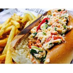 One reason to go to St. Lawrence Market might be the peameal bacon sandwich. Another would be this lobster roll or basically anything on the menu at Buster's Seacove. #SeeTorontoNow #foodie #foodie #xpost  Photo: @kris.hoon