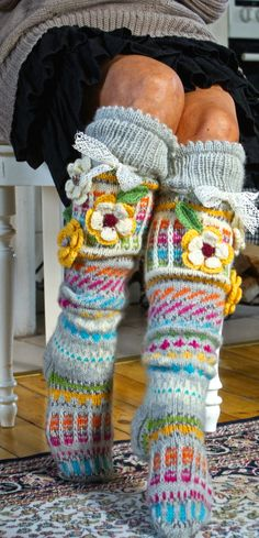 Knitted socks with crocheted embellishments Loom Knitting, Knitting Socks, Hand Knitting, Funky Socks, Cool Socks, Crochet Socks, Knit Crochet, Knitting Projects, Fingerless Gloves