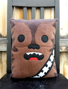Chewbacca Star Wars Pillow Cushion Gift from Telahmarie on Etsy - Diy Sewing Projects Star Wars Crafts, Geek Crafts, Diy And Crafts, Star Wars Quilt, Theme Star Wars, Star Wars Party, Chewbacca, Cadeau Star Wars, Diy Star