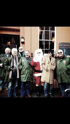 Big Bang's Seungri snaps a Christmassy photo in London