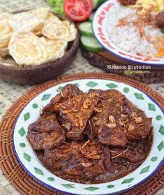 15 Resep olahan tahu sederhana instagram Indonesian Food Traditional, Indonesian Cuisine, Indonesian Recipes, Fruit Salad Recipes, Tofu Recipes, Cooking Recipes, Food N, Food And Drink, Garlic Health Benefits