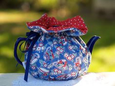 Marmalady's Wrap Teapot Cozy Sewing Pattern by marmaladys on Etsy. Sewing Patterns Free, Free Sewing, Quilting Projects, Sewing Projects, Fabric Crafts, Sewing Crafts, Tea Cosy Pattern, Tea Cozy, Aprons Vintage
