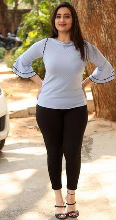 Indian Hot Girl TV Anchor Manjusha Beautiful Earrings Face Closeup - Tollywood Stars