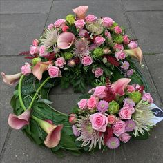 Grave Decorations, Funeral Flowers, In Loving Memory, All Saints, Ikebana, Floral Arrangements, Floral Wreath, Wreaths, Projects
