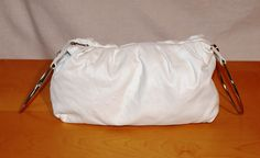 Vintage White Leather Bag Double Metal Top Handle Borsa Donna Pelle Bianca Doppio Manico Cerchi Argentati Vintage Boho Hippie di BeHappieWorld su Etsy