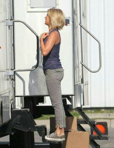 Julianne Hough on safe haven. LOVE her hair and style for this set