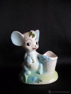 Gracioso palillero de cerámica con forma de ratita