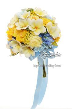 誕生日に贈るクラッチブーケ 「プルメリア×ブルー」 | 素敵な花嫁に贈る〜賢いWeddingブーケの選び方★
