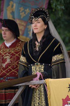 Queen Katherine of Aragon, First Wife of Henry VIII The Tudors - Maria Doyle Kennedy Dinastia Tudor, Los Tudor, Tudor Style, Covet Fashion, Tudor Fashion, Europe Fashion, Tudor Costumes, Movie Costumes, Theatre Costumes
